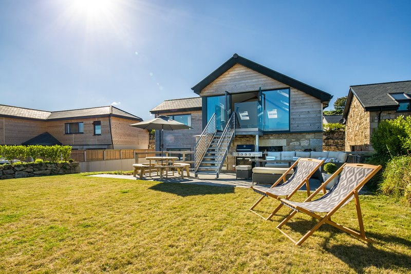 Carbis Bay Villa Sleeps 8 - 5681509, location de vacances à Nancledra