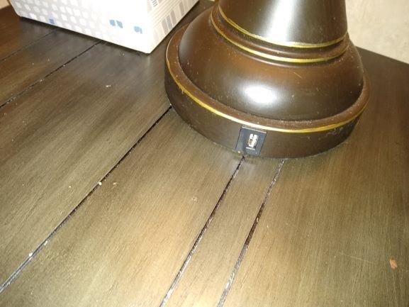 la lámpara tiene USB incorporado