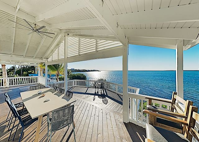 Luxury Home w/ 180-Degree Bay Views, Boat Docks, Pool Table & Huge Deck, location de vacances à Sugarloaf