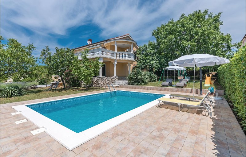 Amazing home in Linardici with WiFi, Outdoor swimming pool and 4 Bedrooms (CKI05, holiday rental in Poljica
