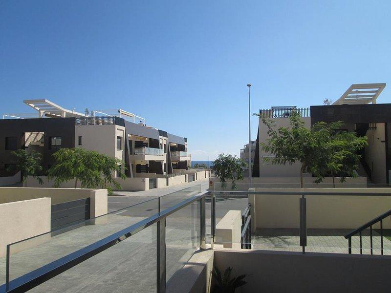 <très bel appartement à 200 m de la mer à Mil Palmeras, holiday rental in Torre de la Horadada