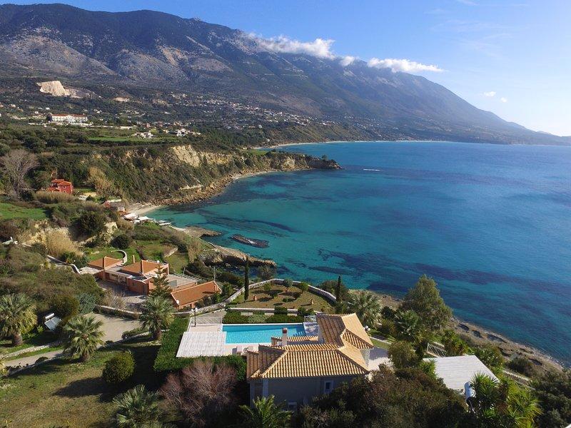 Villa Thalassa front of the sea with stunning views, location de vacances à Karavados