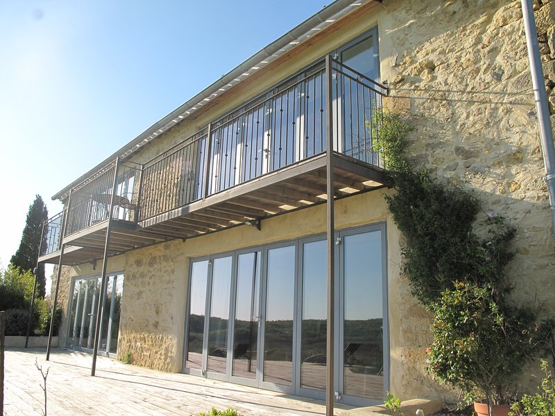 Beautiful barn conversion with apartment alongside, vacation rental in Mazeres