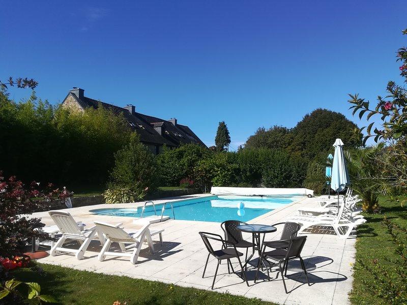 Keranmeriet A set in 100 acres, beach 15 mins drive, heated Pool, near Pont Aven, alquiler de vacaciones en Melgven