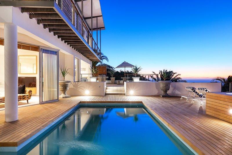Bakoven Villa Sleeps 10 with Pool and Air Con - 5400394, location de vacances à Camps Bay
