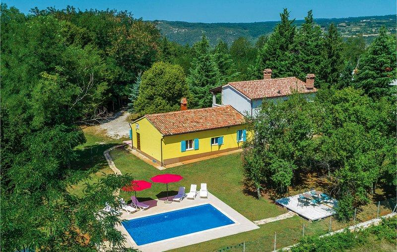 Beautiful home in Nedescina with WiFi and 3 Bedrooms (CIO110), casa vacanza a Ruzici