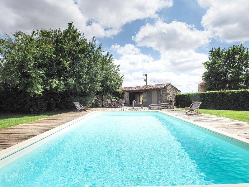 Gîte La Tour, holiday rental in La Caillere-Saint-Hilaire