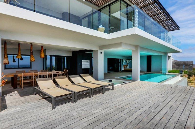 Bakoven Villa Sleeps 8 with Air Con - 5400407, location de vacances à Camps Bay