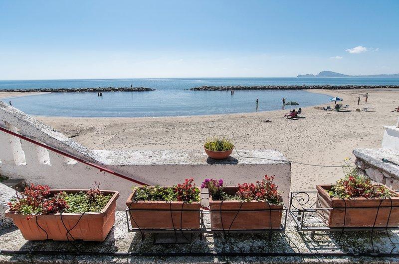 Appartamento sul Mare con una splendida Terrazza Attrezzata, holiday rental in Castellonorato