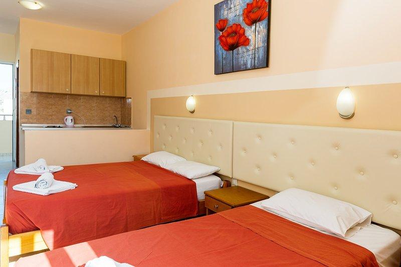 Studio apartment for up to 3 persons, aluguéis de temporada em Pefki