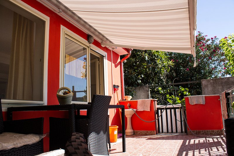 Sardegna, appartamento accogliente nella costa sud occidentale della Sardegna, vacation rental in Portixeddu