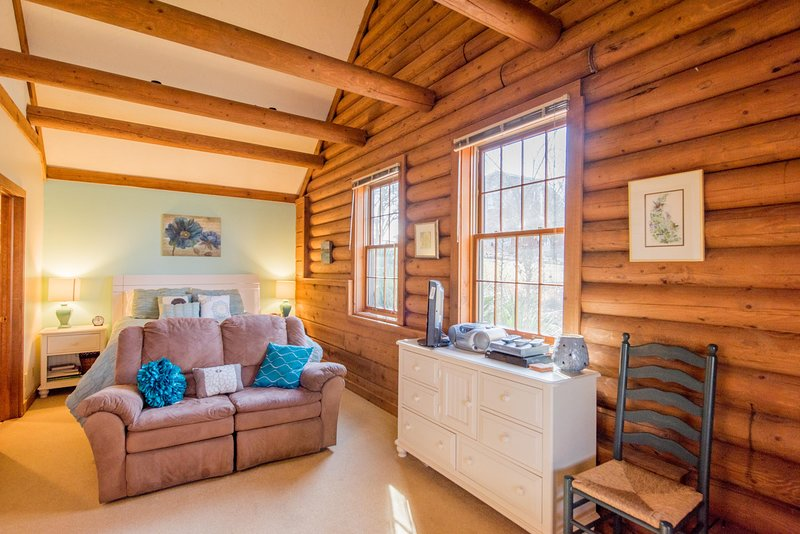Heartland Cabin Harmony Suite, holiday rental in Mount Vernon
