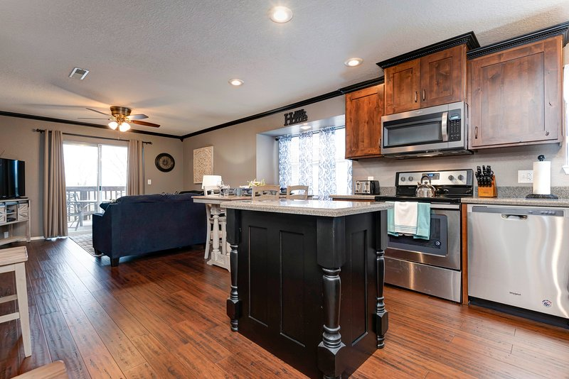 Gorgeous Updated Condo w/ Indoor Pool Access near SDC, holiday rental in Galena