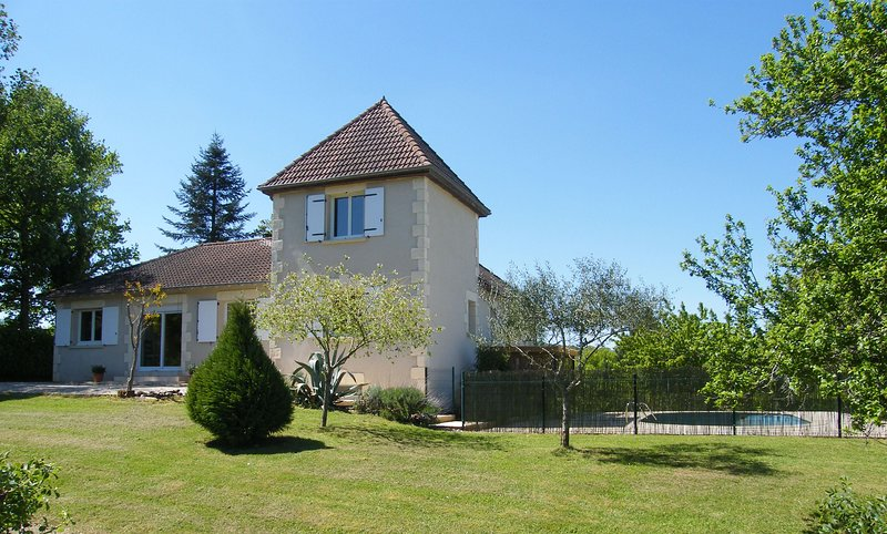 VILLA A L OREE DU PERIGORD TEL: 06. 32. 61. 70. 33, holiday rental in Brignac-la-Plaine
