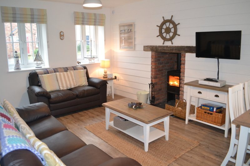 NEW - Wren Cottage - beautiful cottage sleeping 5, pool, gym, wifi, beach nearby, vacation rental in Filey