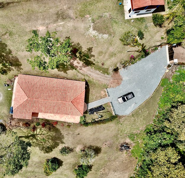 Private 4 acre lake home with 4/3.5 bath free wifi, holiday rental in Rionegro