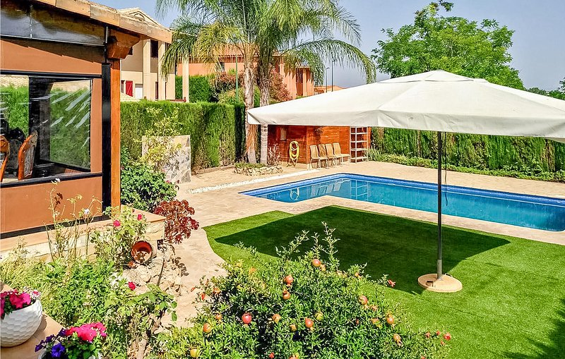 Amazing home in Riba-Roja de Turia with Outdoor swimming pool, WiFi and Outdoor, holiday rental in La Canyada