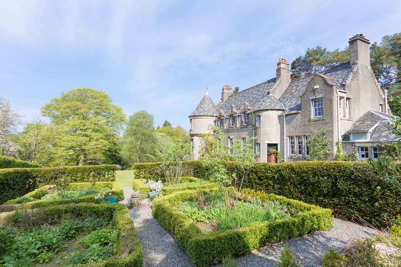 Helensburgh Chateau Sleeps 12 - 5217803, holiday rental in Rosneath