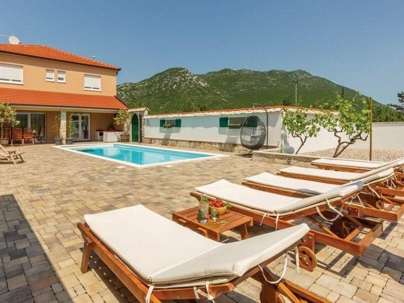 Villa Zara****, vacation rental in Vrgorac
