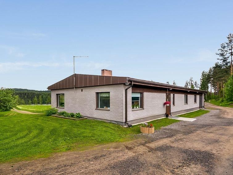 Ruokola Holiday Home Sleeps 9 with WiFi - 5060599, holiday rental in Hirvensalmi