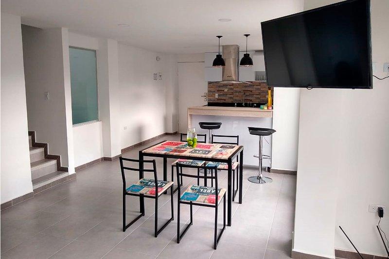 Préparez-vous à profiter de quelques jours de repos en séjournant dans cet appartement confortable, d'une capacité maximale pouvant accueillir jusqu'à trois personnes. La propriété dispose de deux chambres et de trois salles de bains. La première chambre a un lit double, un placard, une terrasse et une salle de bain privée ...