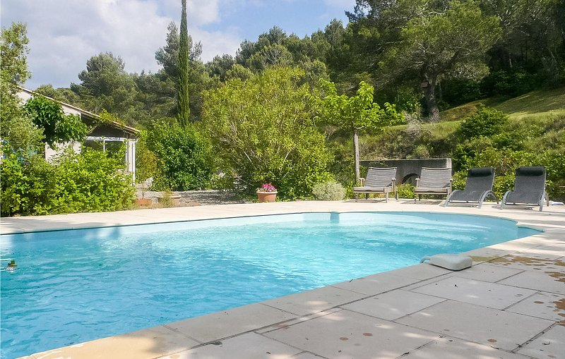 Nice home in Montbrun des Corbières with Outdoor swimming pool, Outdoor swimmin – semesterbostad i Puicheric