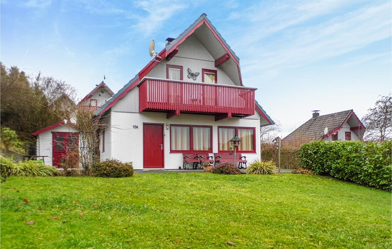 Stunning home in Kirchheim with WiFi and 3 Bedrooms (DHE197), holiday rental in Bad Hersfeld