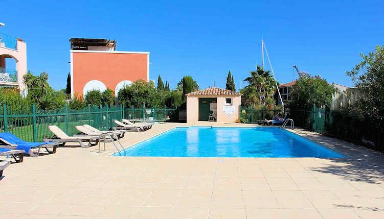 St Tropez apartment rental with pool sleeps 4, vacation rental in Port Grimaud
