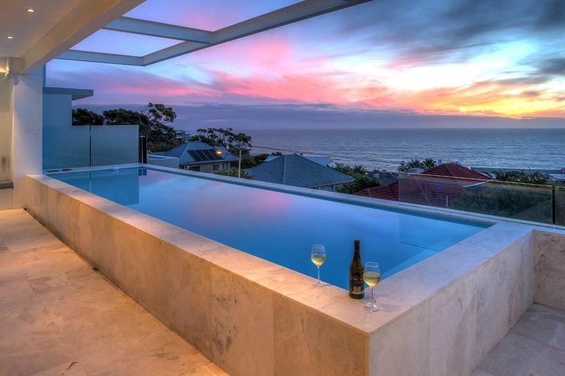 Bakoven Villa Sleeps 10 with Pool and Air Con - 5400322, location de vacances à Camps Bay