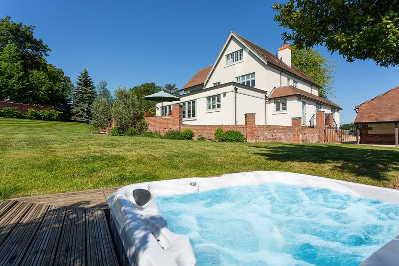 Bisham Villa Sleeps 14 - 5217810, location de vacances à Cookham Dean