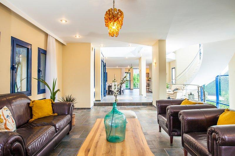 Themis Private villa with pool & jacuzzi in Rhodes, alquiler de vacaciones en Pastida