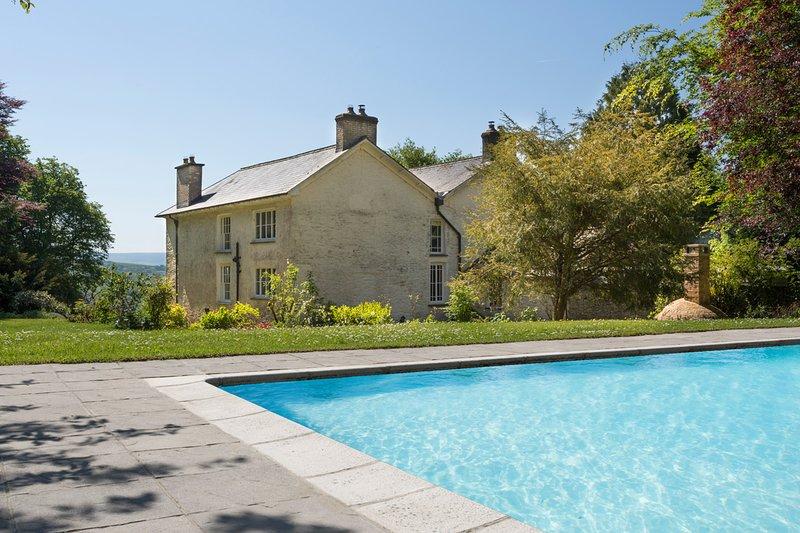 Llangeitho Chateau Sleeps 14 with Pool - 5217800, casa vacanza a Tregaron
