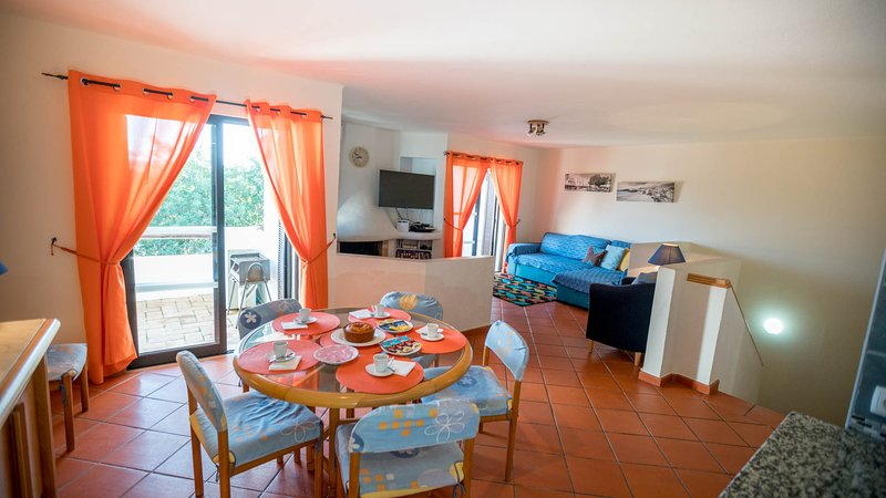 Casa Freedom - Clube Albufeira free WiFi Air Con Pools 20 minutes to Old Town, holiday rental in Ferreiras