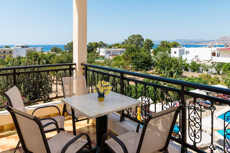 Superior two-bedroom apartment for up to 4 people with pool view & jacuzzi bath, holiday rental in Pefkos