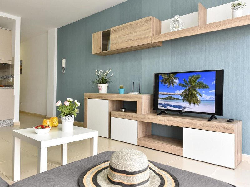 Modern New Apartment Arinaga 2B, holiday rental in Playa de Arinaga