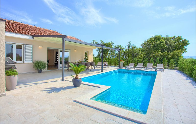 Stunning home in Vrh with Outdoor swimming pool and 3 Bedrooms (CKI057), holiday rental in Kapovci