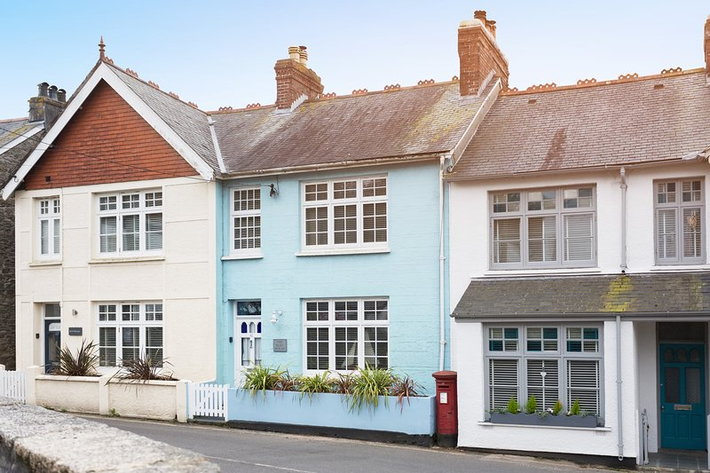 The Blue House - rated 5 Star by Visit Cornwall, location de vacances à Mylor Churchtown