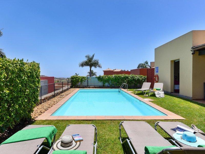 PAR4 Villa 18, vacation rental in El Salobre