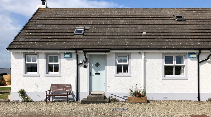Portballintrae Cottage with sea views - near the Giant's Causeway, holiday rental in Portballintrae