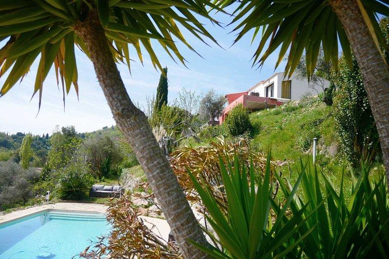 Studio dans Villa, Avec Terrasse, Piscine & Jardin, location de vacances à Gilette