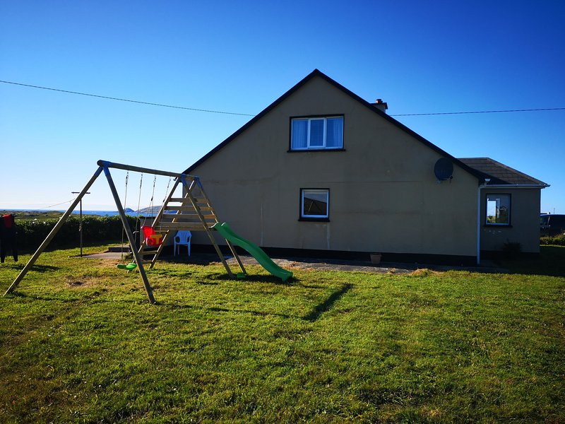 Carrickfinn Holiday Home, vacation rental in Loughanure