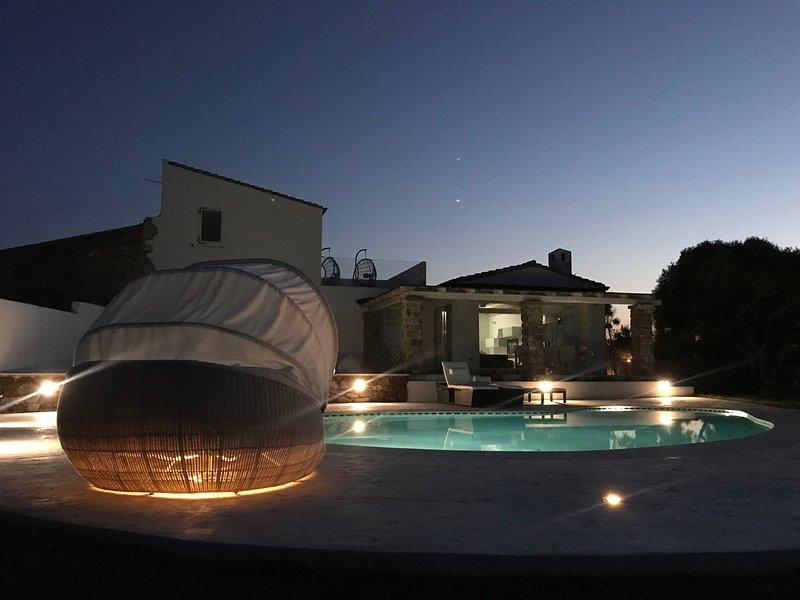 Meravigliosa Villa di lusso con piscina a sfioro a pochi passi dal mare, casa vacanza a Calasetta