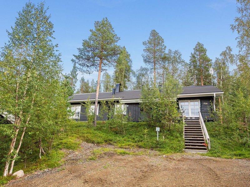 Lomaylläs f84 /palovaarankaarre 22a, holiday rental in Kolari