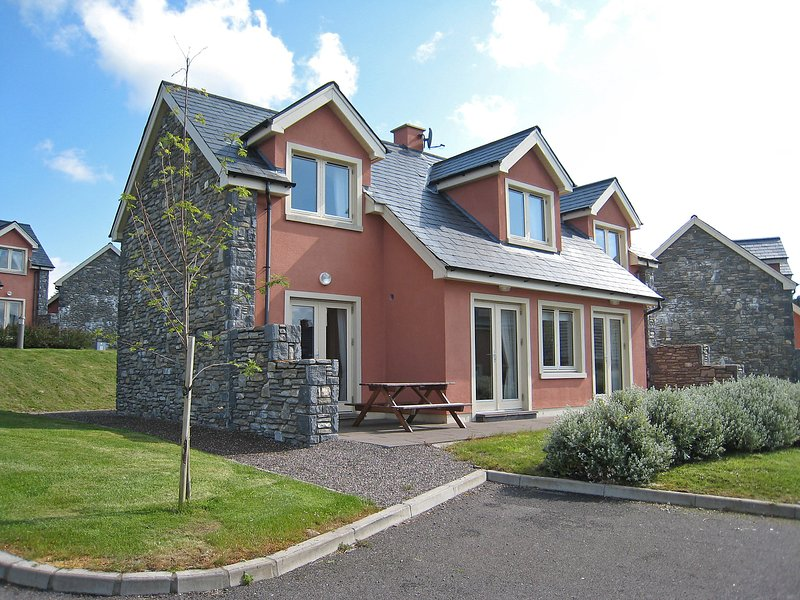 Ring of Kerry Cottages, holiday rental in Tuosist