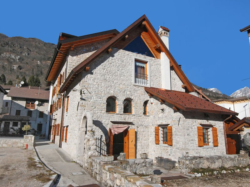 Albergo Diffuso - Cjasa Ustin, vacation rental in Maniago