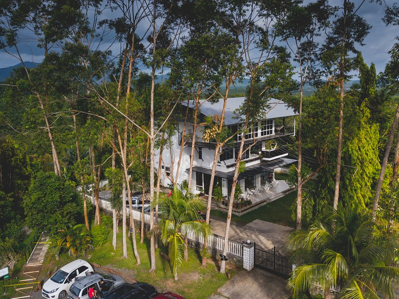 Tiku White House, holiday rental in Tawau