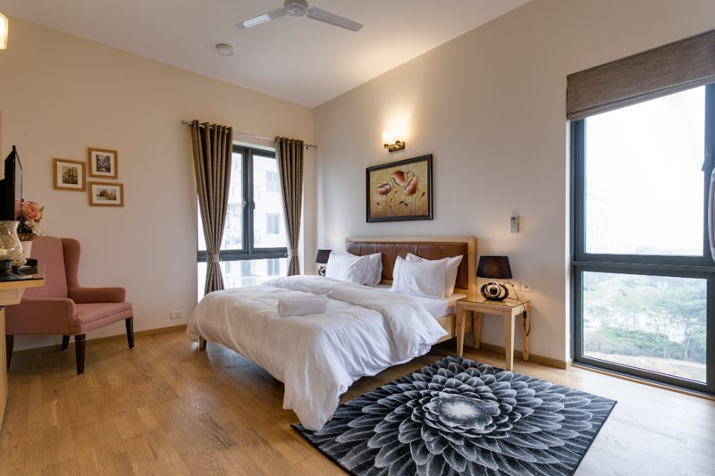 Hostie Eshana - Stylish 2 BR Duplex near Golf Course Road, vacation rental in Gurugram (Gurgaon)