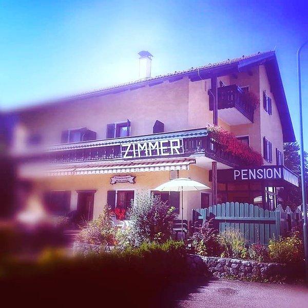 Rosy's house Pension DELUXE ZIMMER, aluguéis de temporada em Obertraun