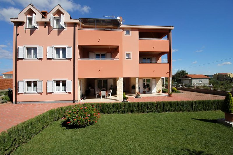 Nevidane Apartment Sleeps 5 with Pool and Air Con - 5828316, holiday rental in Nevidane