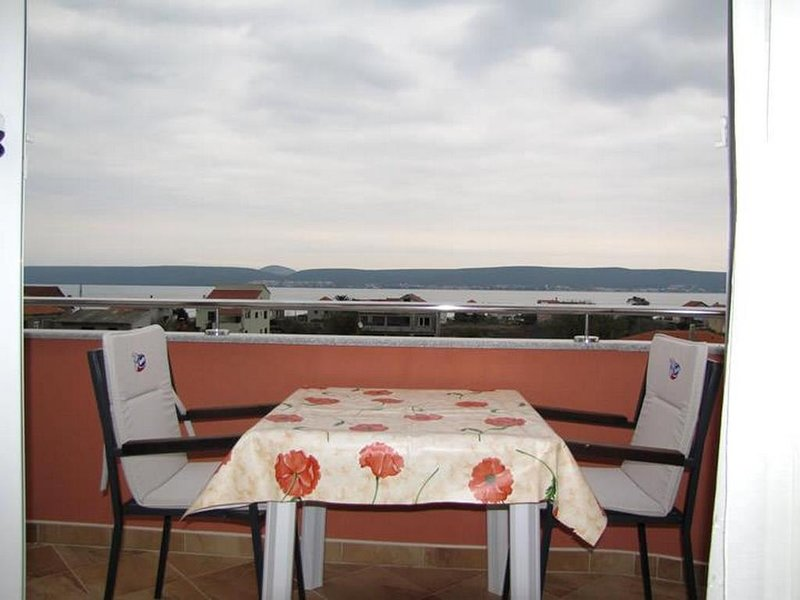 Nevidane Apartment Sleeps 3 with Pool and Air Con - 5828319, holiday rental in Nevidane